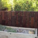 Portillon - clôture en cèdre teinté et ipé de récup. / St Maximin (83)